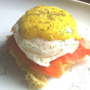 smoked salmon eggs benny with dill hollandaise