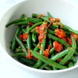 close shot of green beans with tomatoes