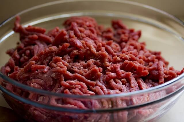 lean ground beef in a glass bowl